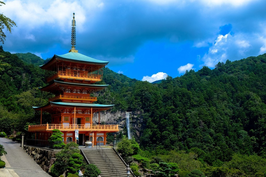 4 Key Tips for Traveling to Japan on a Budget